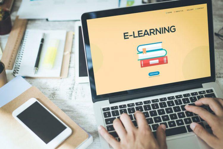 آموزش یکی از مهم ترین مقوله های جهان پیشرفته عصر حاضر است. همواره پیشرفت بشر حاصل یادگیری از راه آموزش و فهم دانش نهفته در تجربه مدرسین بوده است. راه های مختلفی برای یادگیری و آموزش وجود دارد که شاید کلی ترین دسته بندی آن آموزش به صورت حضوری و آموزش به صورت مجازی یا آنلاین باشد. در این مقاله قصد داریم به بررسی و مقایسه کلاس آنلاین و حضوری بپردازیم.